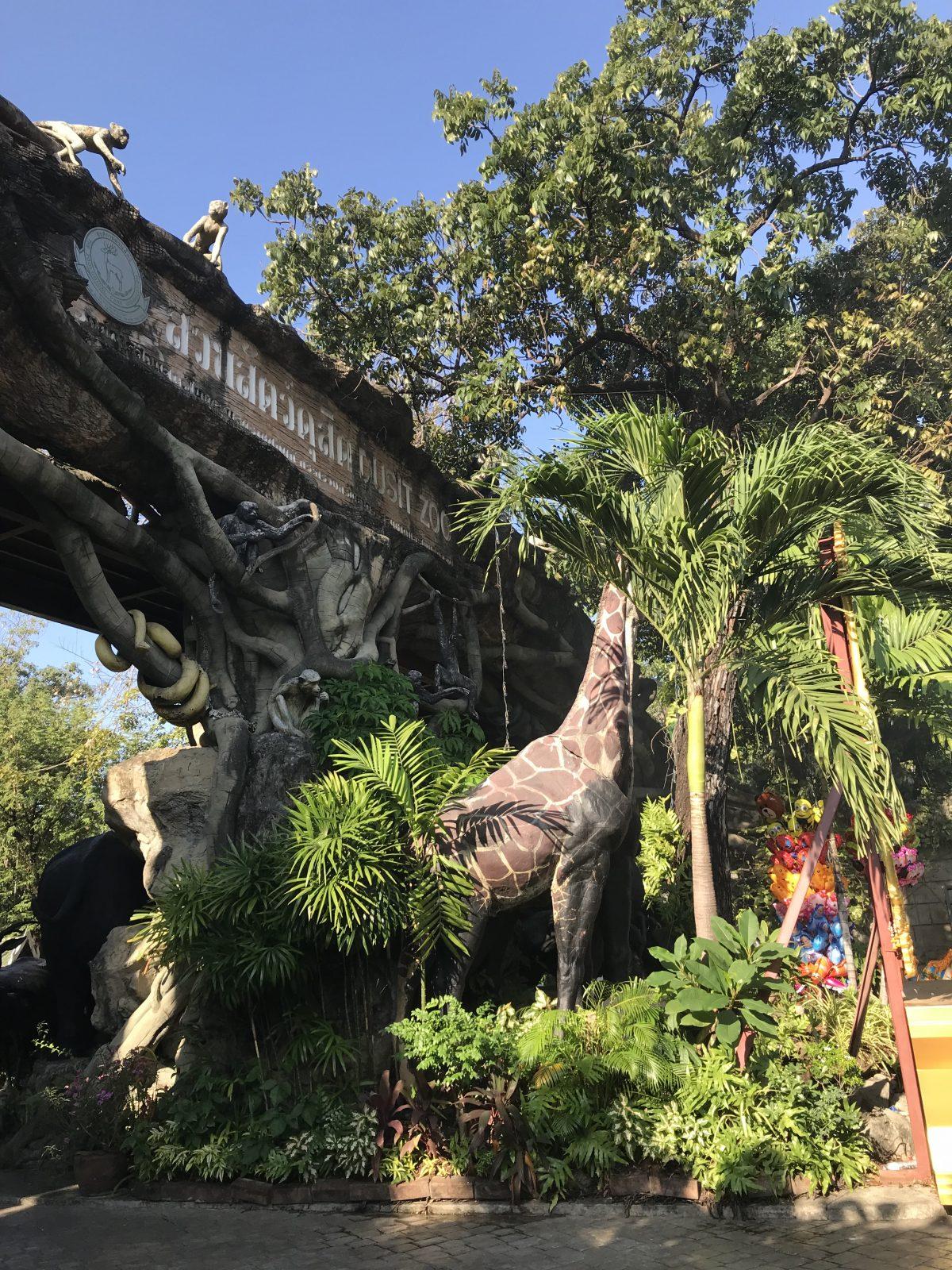 Dusit Zoo entrance